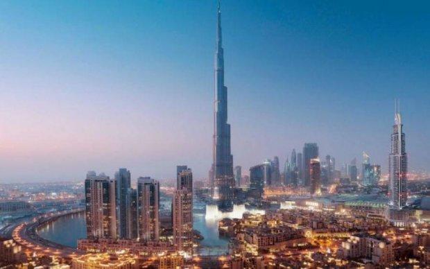 Дорогой небоскреб в Дубае и горит красиво: видео