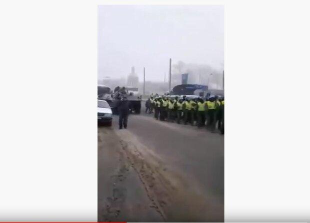 На Полтавщину заходит Нацгвардия и БТРы - драки с полицией переходят границу