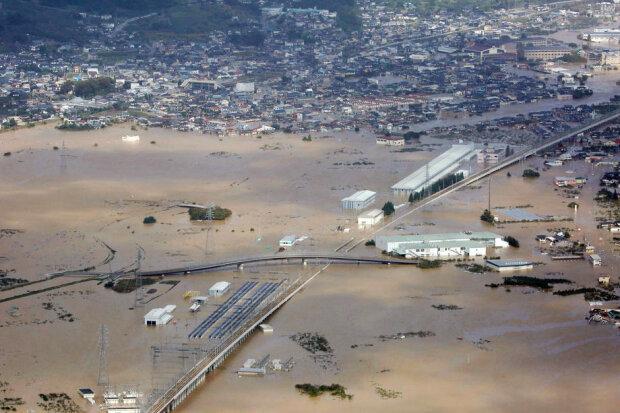 """Тайфун """"Хагібіс"""" в Японії: фото і відео жахливих руйнувань і люті стихії"""