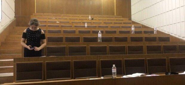 В Запорожье преподавательница попалась на позорном поступке - две минималки в зачетку