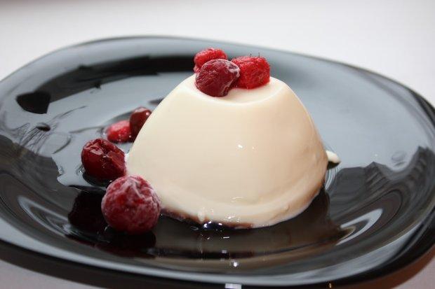 Рецепт незабутнього десерту: панна-котта з мигдальним соусом