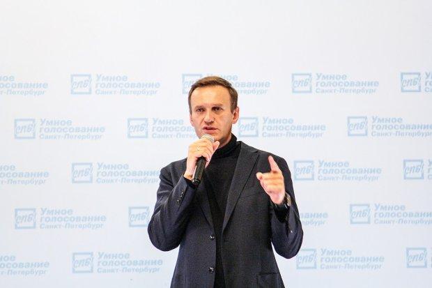 """Навальный умирает от смертельного яда, появились жуткие фото: """"Как стекловатой голову натерли"""""""