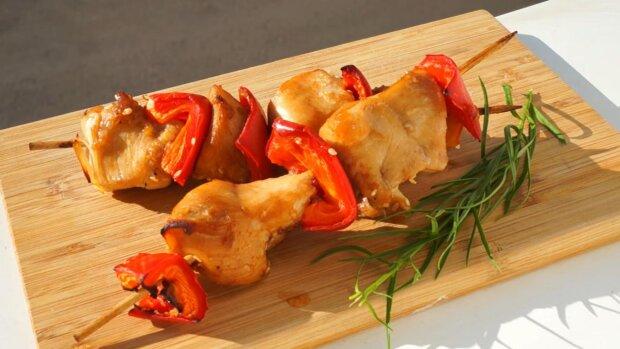 Карантинный пикник: простой рецепт куриного шашлыка в духовке устроит праздник даже дома