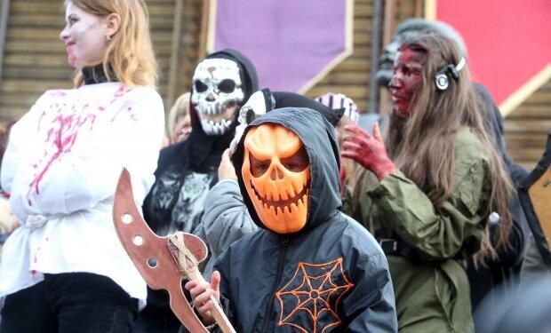 Тыквы атакуют: Одесса превратилась в город ужаса перед Хеллоуином, пугающие кадры