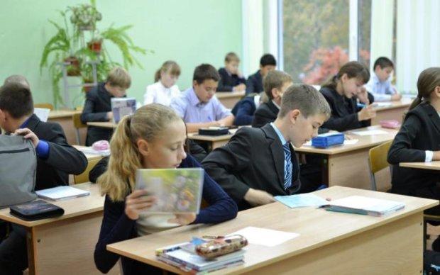Півроку в ліжку: в Києві однокласники зламали дитині хребці та життя