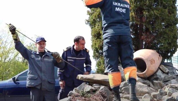 Спасатели ГСЧС, скриншот: YouTube