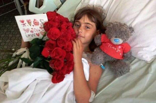 """Маленькая принцесса осталась без ног после страшной аварии, родители умоляют на всю Украину: """"Спасите Софийку"""""""