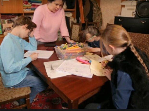 """Одинокая украинка усыновила троих деток-сирот и едва сбежала из родного Донецка: """"Пуля не выбирает"""""""