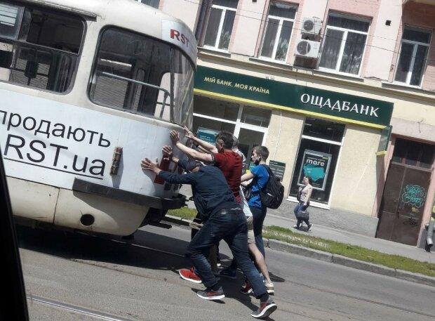 Зламався трамвай, фото з Телеграм