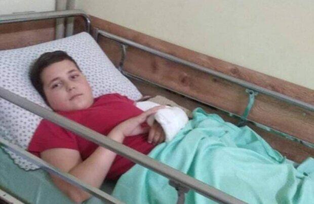 Врачи рассказали о ребенке, упавшем с пятого этажа в Черновцах: только веревки и спасли