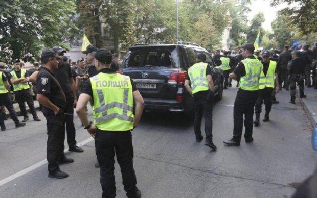 Обстріл мерії Харкова: нападник вбив копа