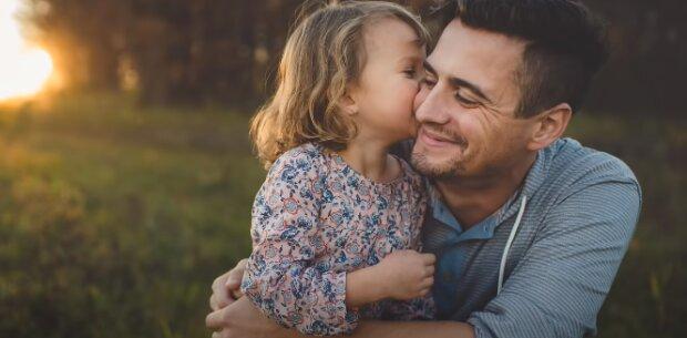 День отца в СМС: источник: Youtube