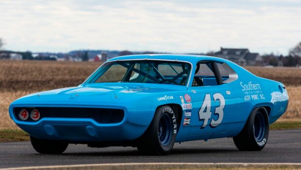 Plymouth Road Runner, carscoops