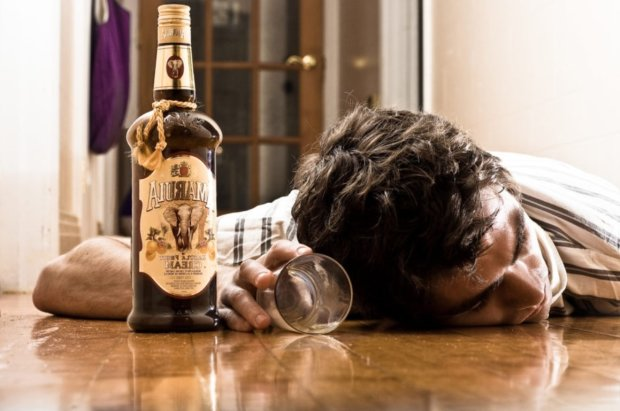 Алкогольна залежність: найнебезпечніший напій та головні симптоми