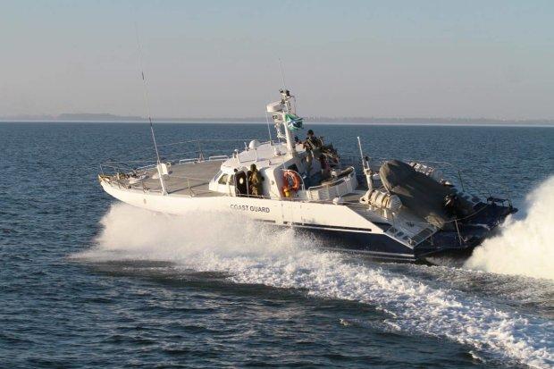 В Черном море перевернулось пассажирское судно: десятки людей ушли под воду, есть погибшие