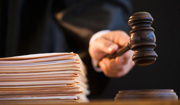 Суд вирішив, що буде з майном Захарченка