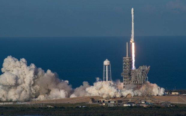 """Історичний успіх SpaceX: соцмережі нагадали Кремлю """"досягнення"""" Росії"""