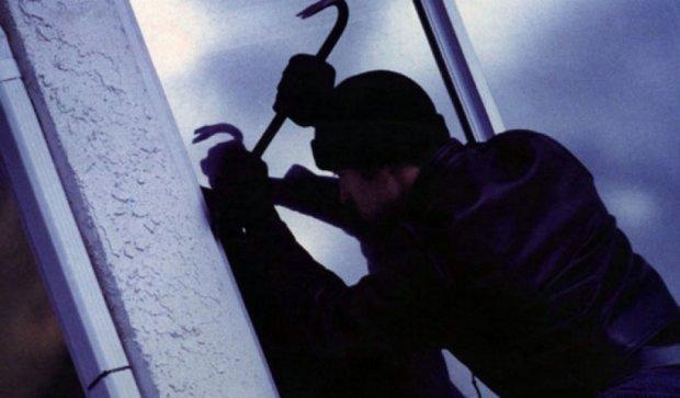 Полицейский схватил воров в собственной квартире