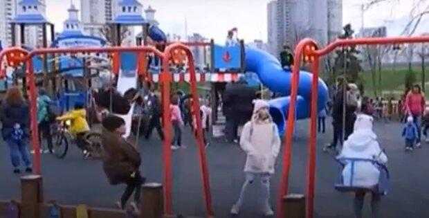 Дитячий майданчик, скріншот із відео