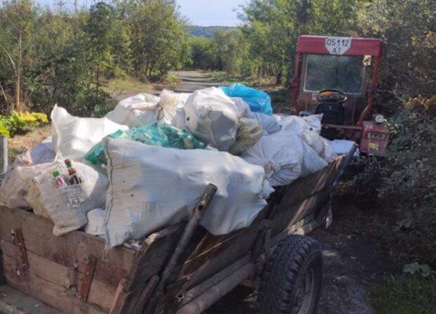 """На Прикарпатье собрали тонны """"невидимого"""" мусора: в этих мешках - наш менталитет"""
