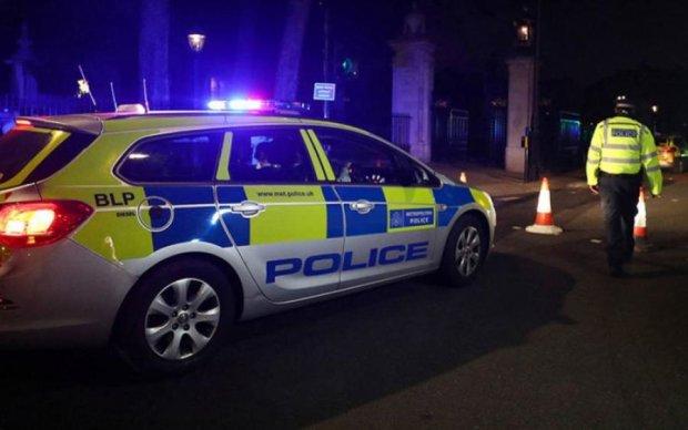 Теракт в Лондоні: на копів напали біля королівської резиденції