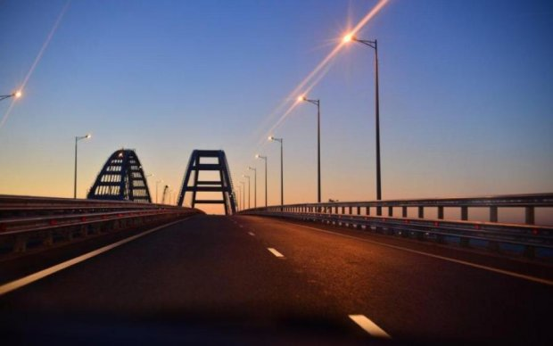 """Пік сезону: в мережі показали """"скажений трафік"""" через Керченський міст"""
