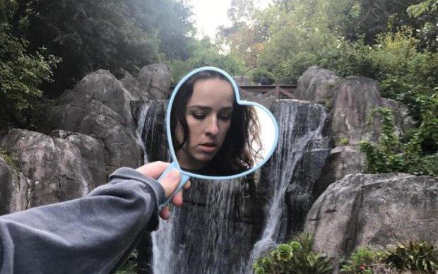Селфи, котики и небо в зеркалах: художница-феминистка снимает нестандартные фото