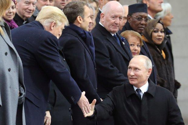 Обычный смартфон доказал тесную связь Трампа и Путина: разведке даже на улицу выходить не пришлось