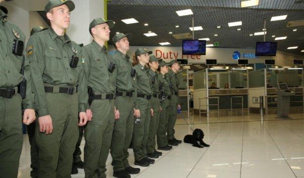В київських аеропортах почали працювати «нові прикордонники» (фото)