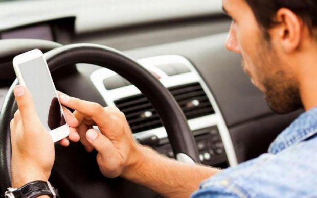 Водіїв відучать від небезпечної звички