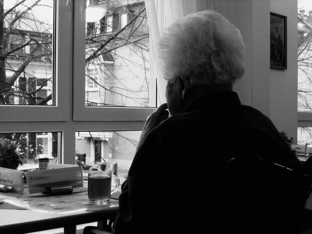 """""""Все що від вас потрібно – це сидіти мовчки з онуком"""": чоловік поїхав з країни та приголомшив матір своїми словами"""