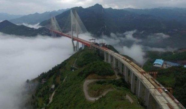 Держат марку: в Поднебесной появился самый высокий в мире мост
