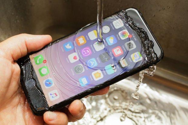 Покупал iPhone, а оказался Samsung: продукт Apple вспыхнул на борту самолета