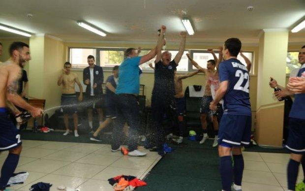 Футбольний клуб з Чернігова шалено відсвяткував вихід у Прем'єр-лігу
