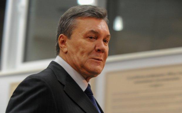 У центрі Києва копи відібрали у бандитів улюблену книгу Януковича
