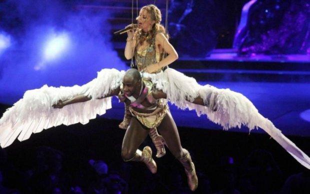 Танці, міні-плаття, ліжко: як легендарна поп-діва відзначила свій ювілей