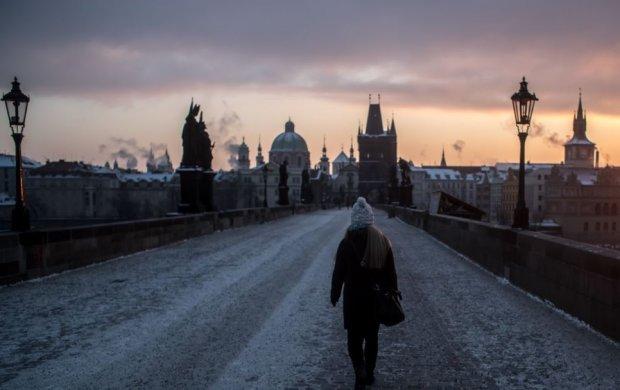 Заробітчани - основні спонсори: НБУ заліз до кишені українців за кордоном