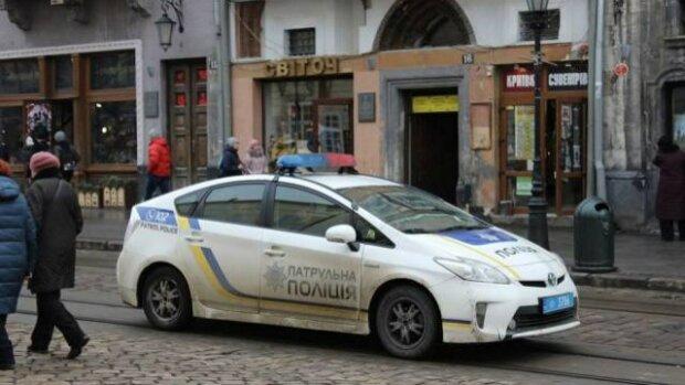 Центр Львова заполонили швидкі, копи і натовп журналістів, що відбувається