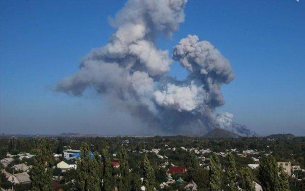 Потужний вибух і клуби диму: в Донецьку щось сталося