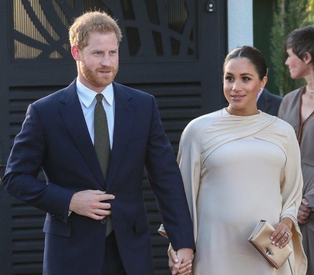 Меган Маркл скоро родит ребенка: британцы танцуют от счастья и разбрасываются деньгами