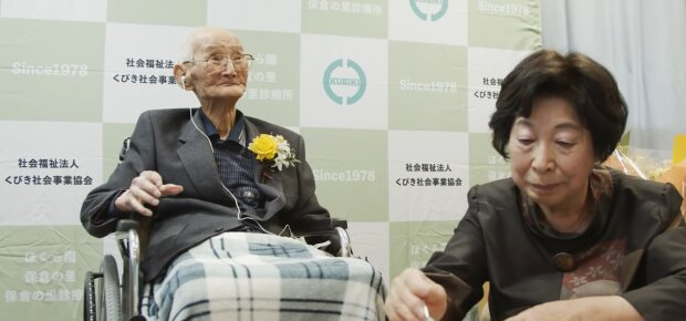 112-річний японець, кадр з відео