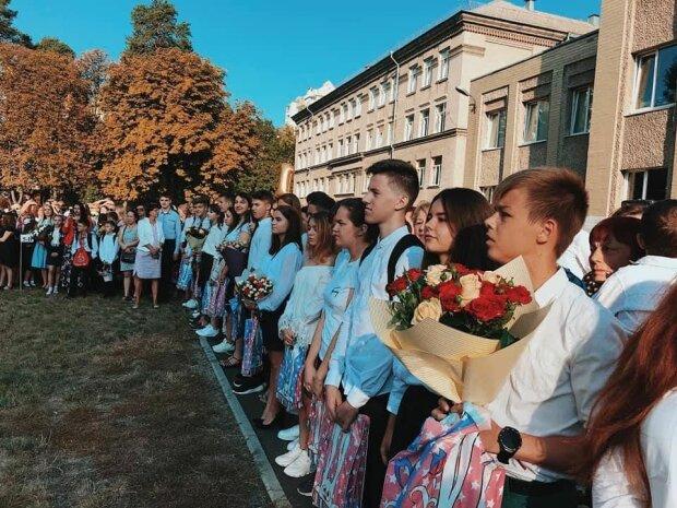 Запорожских учителей оставят без цветов 1 сентября, а они и рады