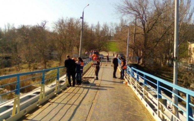Убить мало: украинка выбросила младенца с моста в ледяную воду