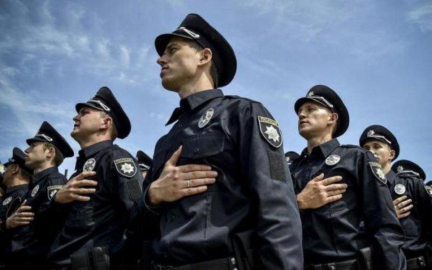 Штырит по полной: зрачки обдолбанной полисвумен ослепили пол Киева