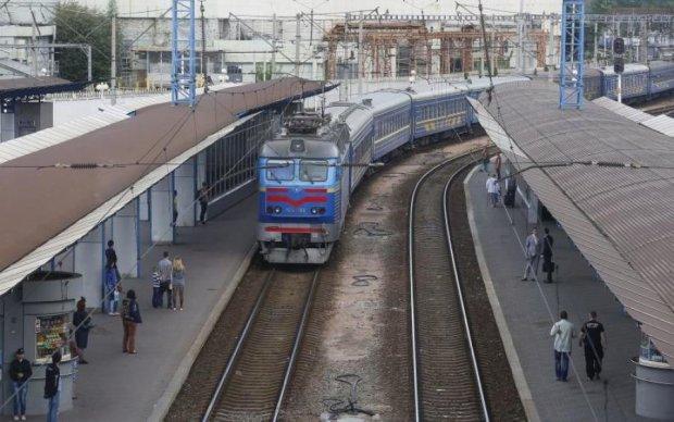 В Луценка пояснили, навіщо перевернули Укрзалізницю догори дригом