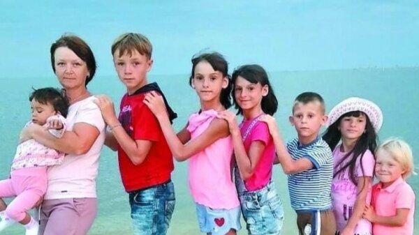 """На Львівщині подружжя усиновлює хворих дітей та ставить їх на ноги - """"Потрібна любов"""""""