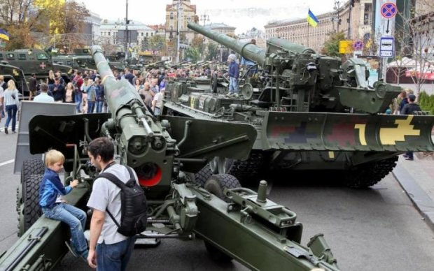 В центр Киева свезли танки и Грады: фото