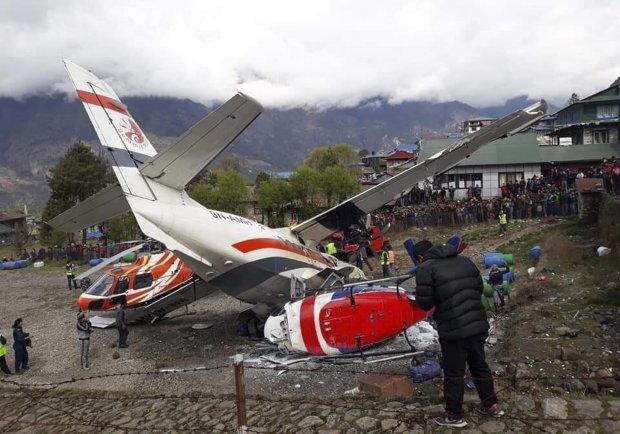 В горах літак зіткнувся з вертольотом, є жертви: перші кадри катастрофи