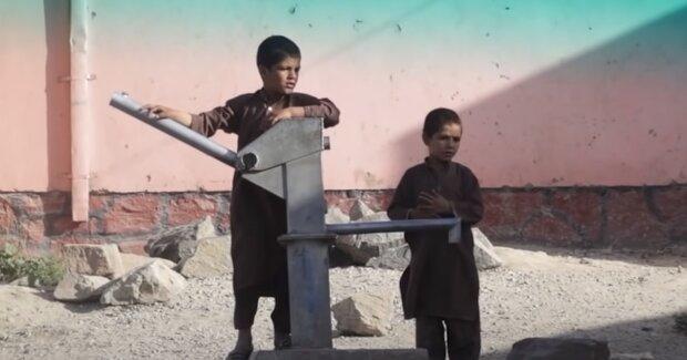 Дети в Афганистане, скриншот: Youtube