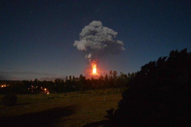 В Чилі євакуюють людей через палаючий вулкан